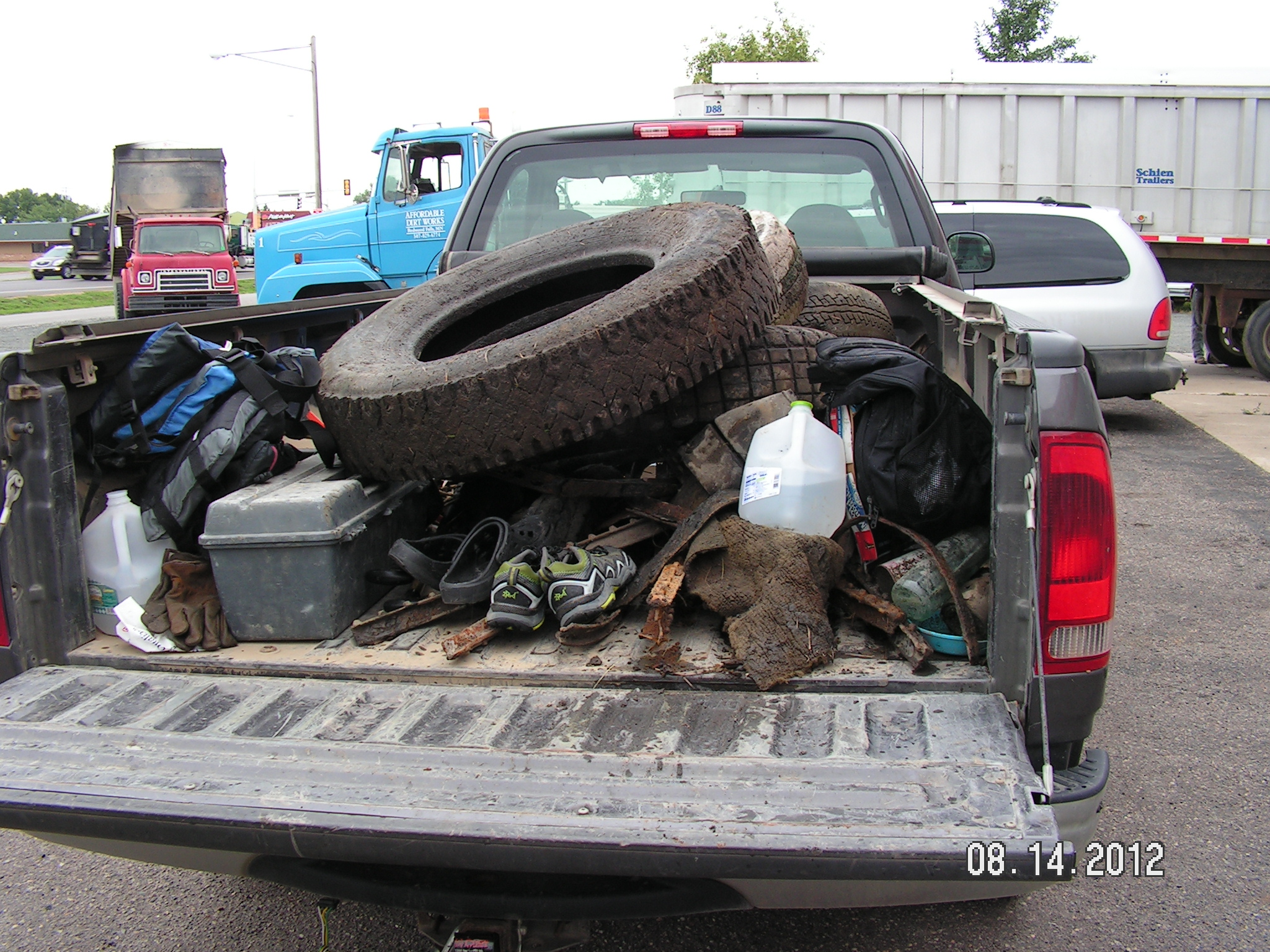 2012 Redwood RiverCleanUp RW27 tires truck 1